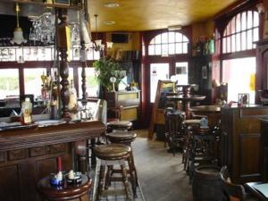 Een restaurant of ander eetgelegenheid bij The Pipers