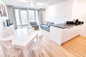 A kitchen or kitchenette at NTH Apartments