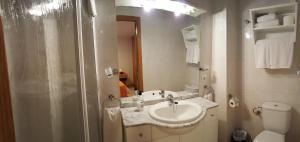 Un baño de Enginyapartaments