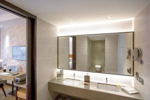 A bathroom at JEN Penang Georgetown by Shangri-La