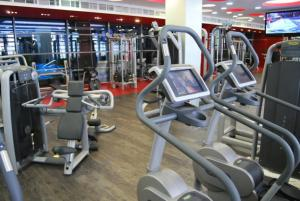 The fitness centre and/or fitness facilities at Budapest Holidays Apartments & Spa