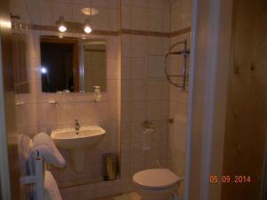 A bathroom at Bakony Panzió