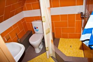 "A bathroom at Baza otdiha ""Zaimka Fish"""