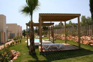 Jardín al aire libre en L' Escala Resort