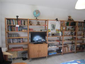 A television and/or entertainment center at Bed and Breakfast hos Hanne Bach