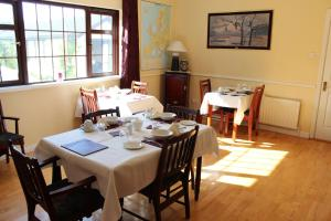 A restaurant or other place to eat at Cloverlawn B&B