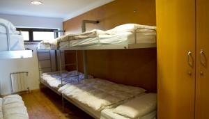 A bunk bed or bunk beds in a room at Albergue Montes de Anaga
