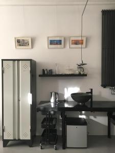 A kitchen or kitchenette at Art B&B Eindhoven