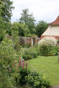 A garden outside Stoke by Nayland B&B Poplars Farmhouse
