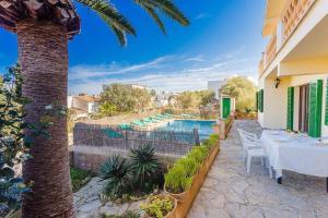 Vista de la piscina de Can Sard o alrededores