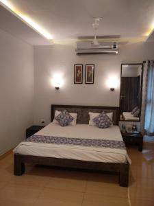 A bed or beds in a room at O'NEST Luxury Home Stay