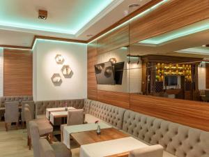The lounge or bar area at VisPas Balti