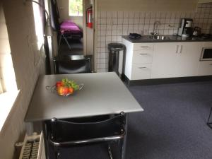 A kitchen or kitchenette at Vlinderhuis 21C