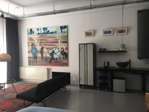 A television and/or entertainment center at Art B&B Eindhoven