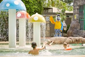 Children staying at Ashmore Palms Holiday Village