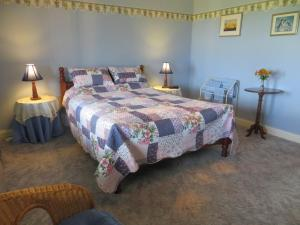 A bed or beds in a room at Arabella Country House