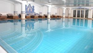 The swimming pool at or close to Grand Hôtel du Golf & Palace