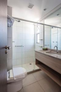 A bathroom at Bristol Recife Hotel & Convention