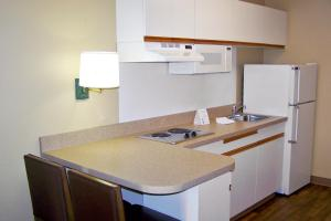 A kitchen or kitchenette at Extended Stay America - Las Vegas - Midtown