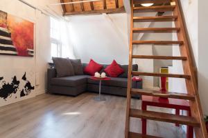 A seating area at Pilgrim Apartment