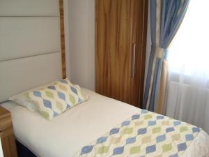 Cama o camas de una habitación en Royal Eagle Hotel