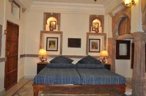 Un ou plusieurs lits dans un hébergement de l'établissement Juna Mahal Boutique Home Stay