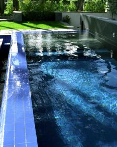 The swimming pool at or close to Kelly's Resort Hotel & Spa