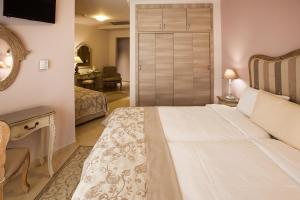 A bed or beds in a room at Hotel Marianna