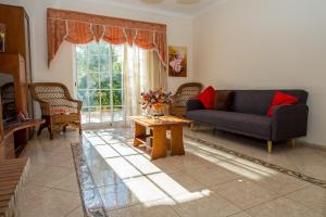 A seating area at Akivillas Pera Relax