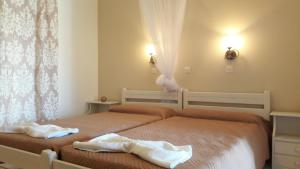 A bed or beds in a room at Arillas Dream Studios
