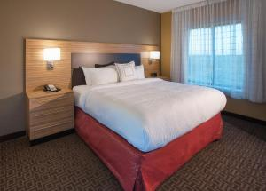 A bed or beds in a room at TownePlace Suites by Marriott Minneapolis near Mall of America