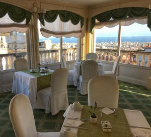 A restaurant or other place to eat at Hotel Villa del Bosco