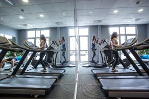 The fitness center and/or fitness facilities at Novotel Bourges