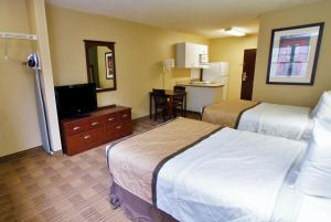 A bed or beds in a room at Extended Stay America - Baton Rouge - Citiplace