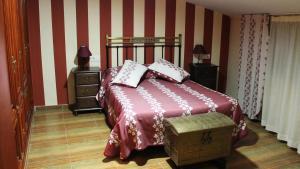 A bed or beds in a room at La Casa de los Templarios