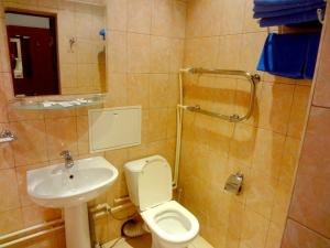 A bathroom at Hotel Matveevskiy