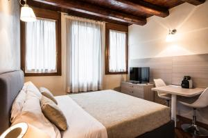 A bed or beds in a room at MyPlace Padova Centro Storico
