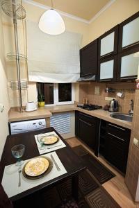 A kitchen or kitchenette at Babylon Apartments on Petliury Street