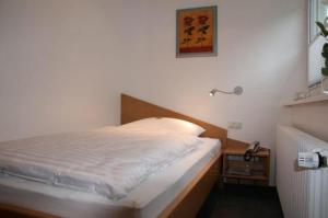 A bed or beds in a room at Apartment-Haus