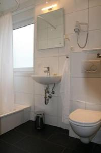A bathroom at Apartment-Haus