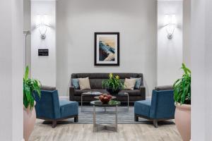 A seating area at Hampton Inn Ft. Lauderdale/Downtown Las Olas Area