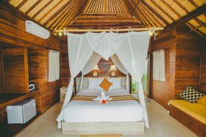 A bed or beds in a room at Dini D'Nusa Lembongan