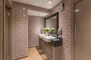 A bathroom at The George Inn