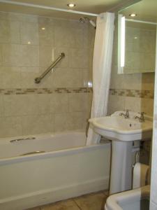 A bathroom at The Kilcot Inn