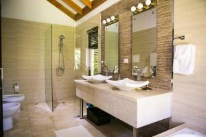 A bathroom at Villa at Sea Horse Ranch Resort