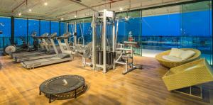 The fitness centre and/or fitness facilities at Sotero Hotel