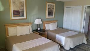 A bed or beds in a room at Point Pleasant Manor