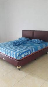 A bed or beds in a room at Bamboo House