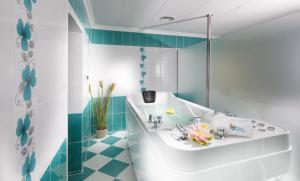 A bathroom at Chateau Monty Spa Resort
