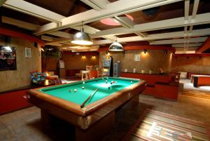 A pool table at Hotel 5 Terre